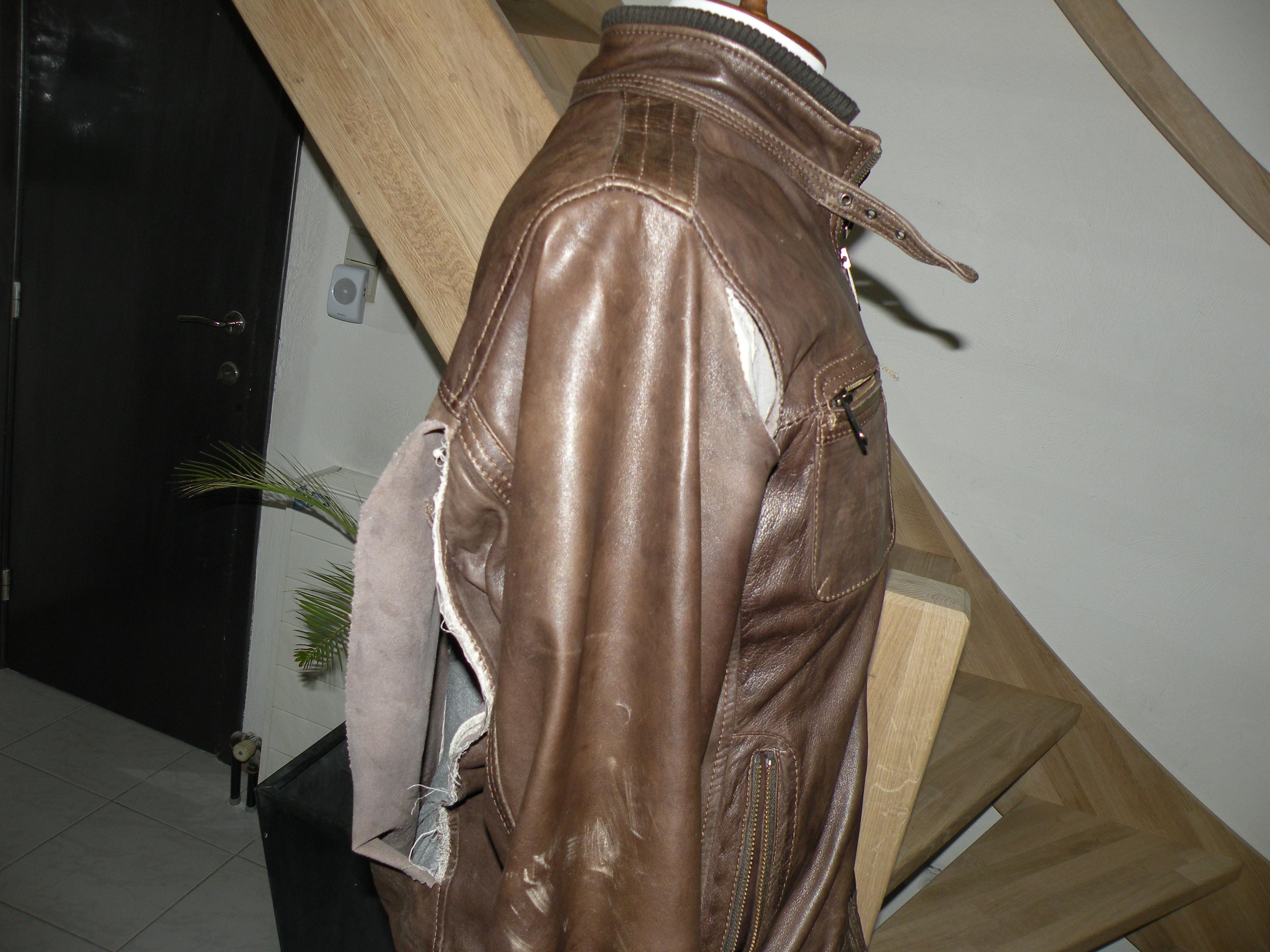 Vest met zeer grote scheur werd binnen gebracht ter herstelling.